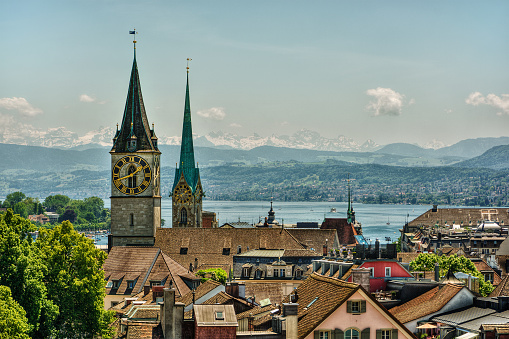 St「Fraumunster and St Peter church towers and clock face and city skyline, Zurich, Switzerland」:スマホ壁紙(16)