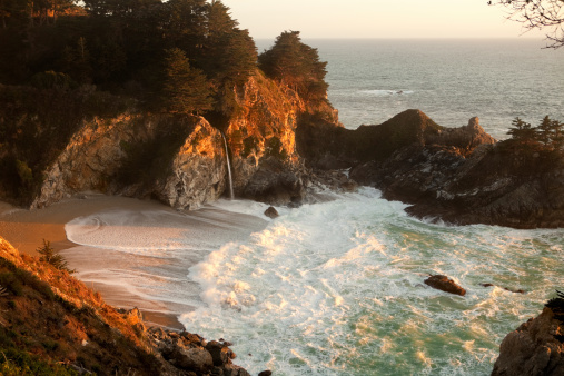 Julia Pfeiffer Burns State Park「McWay Falls Evening Light」:スマホ壁紙(3)