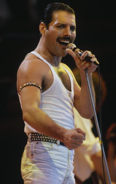 Rock Music「Freddie Mercury Performs at Live Aid」:写真・画像(6)[壁紙.com]