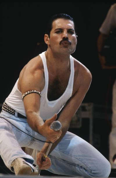 Freddie Mercury Performs at Live Aid:ニュース(壁紙.com)