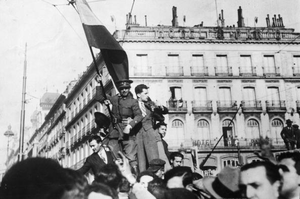 Spanish Culture「Flag Waving」:写真・画像(9)[壁紙.com]