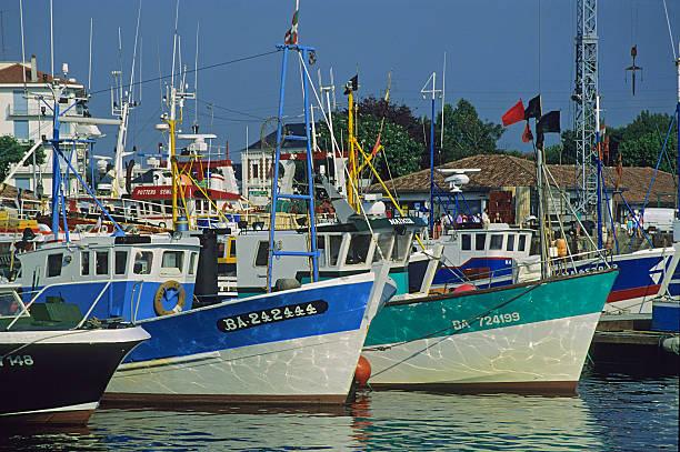 Fishing port of Saint Jean de Luz, Pyrenees Atlantiques, France:スマホ壁紙(壁紙.com)