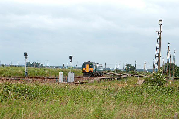Railroad Car「The reduced train usage caused by the increase in motor car ownership is well shown by the arrival at Great Yarmouth of a train from Norwich as it passes the extensive carriage sidings that once serviced the frequent trains that brought passengers to thi」:写真・画像(5)[壁紙.com]