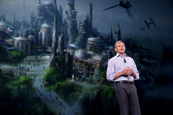 ボブ アイガー「'Worlds, Galaxies, And Universes: Live Action At The Walt Disney Studios' Presentation At Disney's D23 EXPO 2015」:写真・画像(2)[壁紙.com]