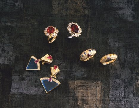 Earring「Rings and earrings with jewels on fabric, high angle view」:スマホ壁紙(5)