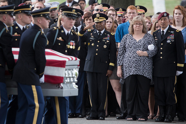 Place of Burial「Burial Held For 41-Year-Old Army Major Michael Donahue Killed By Suicide Bomber In Afghanistan」:写真・画像(10)[壁紙.com]