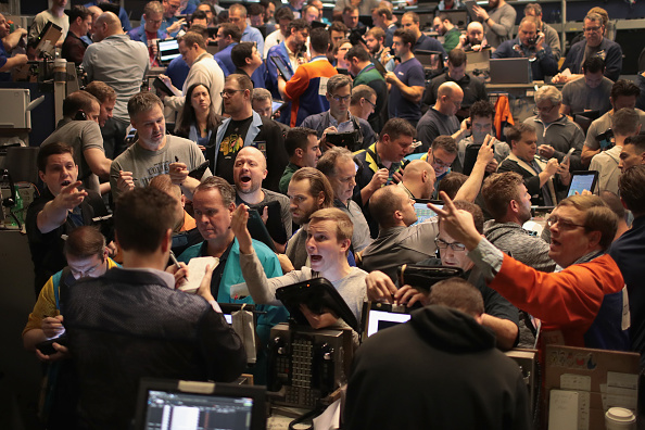 Finance and Economy「Traders React To Market Volatility On Floor Of Cboe」:写真・画像(3)[壁紙.com]