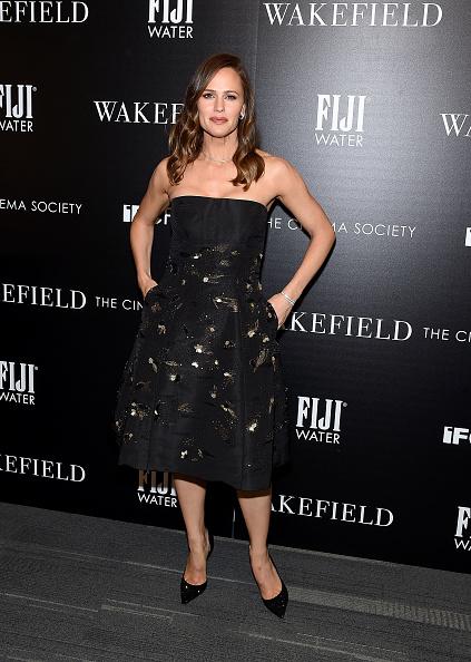 カメラ目線「The Cinema Society Hosts A Screening Of IFC Films' 'Wakefield' - Arrivals」:写真・画像(10)[壁紙.com]