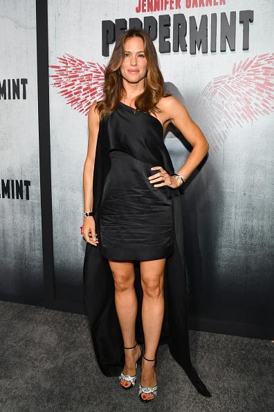 "Asymmetric Clothing「Premiere Of STX Entertainment's ""Peppermint"" - Red Carpet」:写真・画像(2)[壁紙.com]"