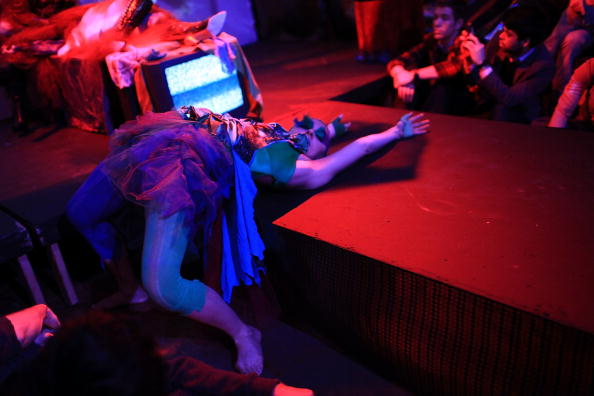 Stage - Performance Space「Runway Show Combines Mix Of Art And Fashion」:写真・画像(7)[壁紙.com]