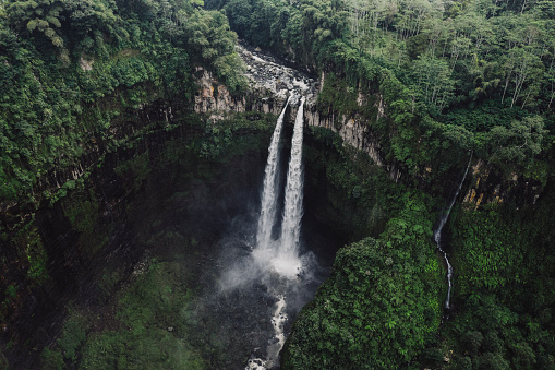 Carefree「Scenic aerial view of Madakaripura waterfall on Java」:スマホ壁紙(3)