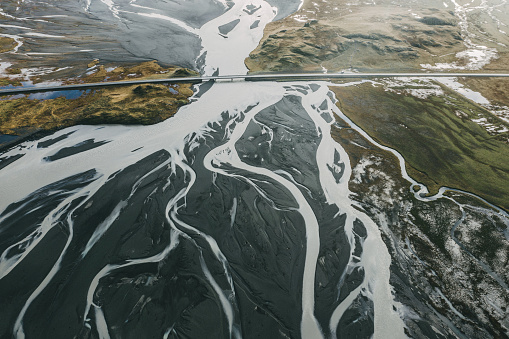 Delta「Scenic aerial view of road near the river in Iceland」:スマホ壁紙(14)