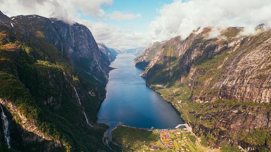 地球「Lysefjorden の風光明媚な空撮」:スマホ壁紙(7)