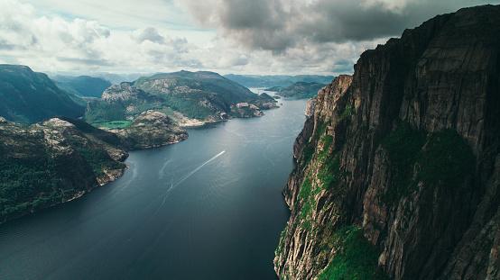 地球「Lysefjorden の風光明媚な空撮」:スマホ壁紙(9)