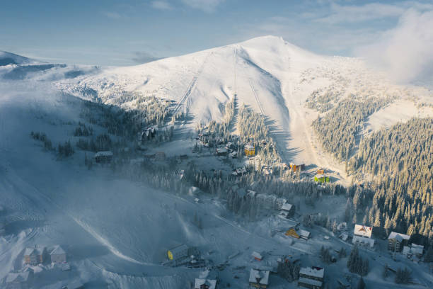 Scenic aerial view of Carpathian mountains  in winter:スマホ壁紙(壁紙.com)