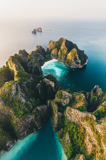 Lagoon「Scenic aerial view of Koh Phi Phi Island in Thailand」:スマホ壁紙(8)