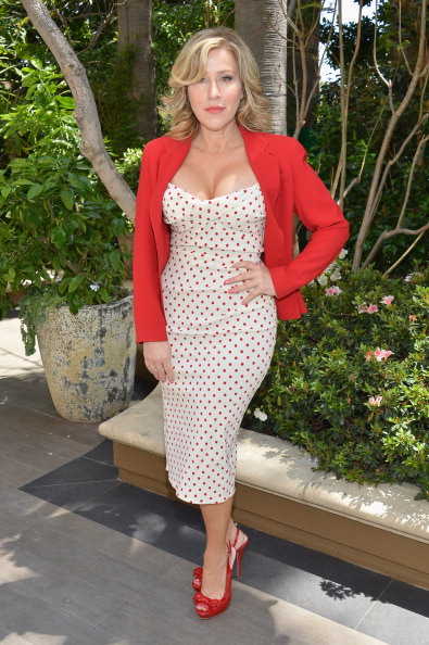 Cleavage - Breasts「The Associates For Breast And Prostate Cancer Studies' Mother's Day Luncheon - Arrivals」:写真・画像(19)[壁紙.com]