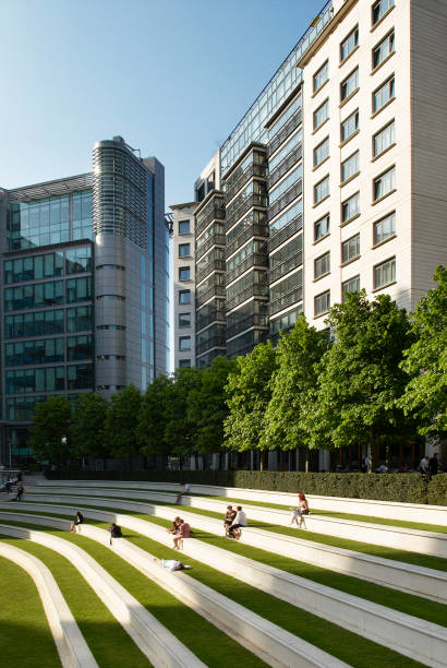 The terraced amphitheatre at 'Paddington Central', a mixed office and residential development, London, UK:ニュース(壁紙.com)