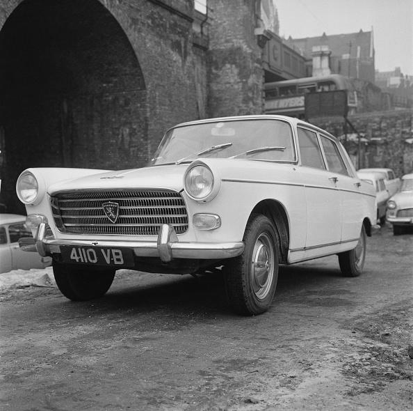 Reg Burkett「Peugeot 404」:写真・画像(7)[壁紙.com]