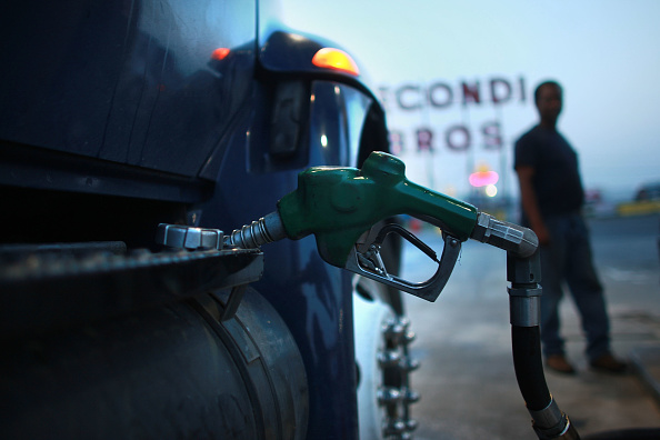 Fossil Fuel「U.S. Gas Prices Average Above 4 Dollars A Gallon」:写真・画像(14)[壁紙.com]