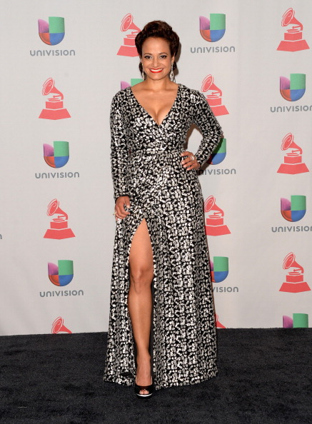 Gray Dress「The 14th Annual Latin GRAMMY Awards - Press Room」:写真・画像(16)[壁紙.com]