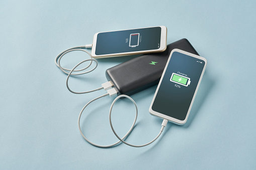 Rechargeable Battery「Smart Phone Connected To Portable Charger」:スマホ壁紙(8)