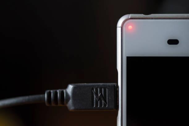 Smart phone charging:スマホ壁紙(壁紙.com)