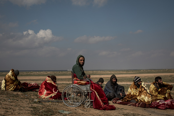 トップランキング「Families and Fighters Flee Last ISIS-Held Village In Syria」:写真・画像(17)[壁紙.com]