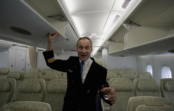Storage Compartment「A380 Returns To Frankfurt」:写真・画像(15)[壁紙.com]