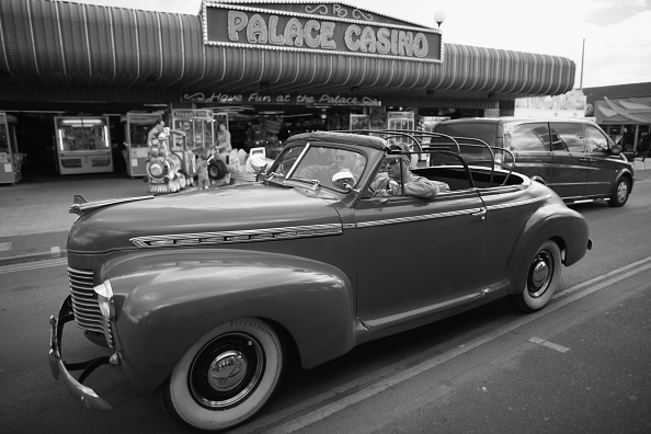 Christopher Furlong「Enthusiasts Gather For Hemsby's Rock And Roll Weekender」:写真・画像(15)[壁紙.com]
