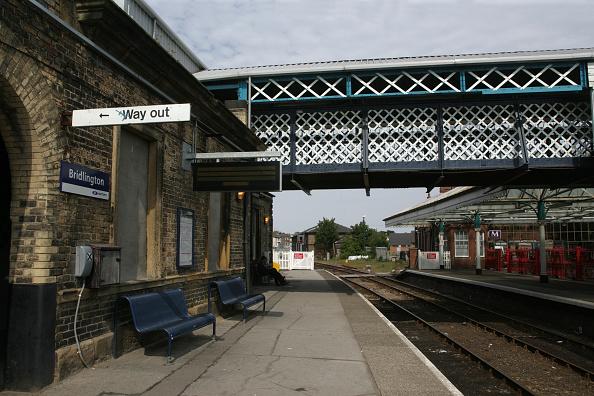 Finance and Economy「Platform and footbridge at Bridlington Station」:写真・画像(11)[壁紙.com]