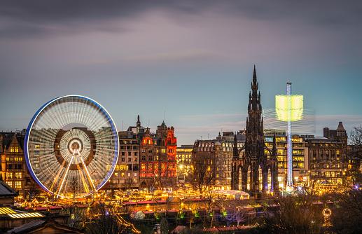 Spinning「Edinburgh's Winter Festival at dusk」:スマホ壁紙(4)