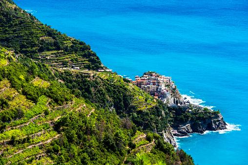 Manarola「Aerial of Riomaggiore village in Cinque Terre, La Spezia, Italy」:スマホ壁紙(19)