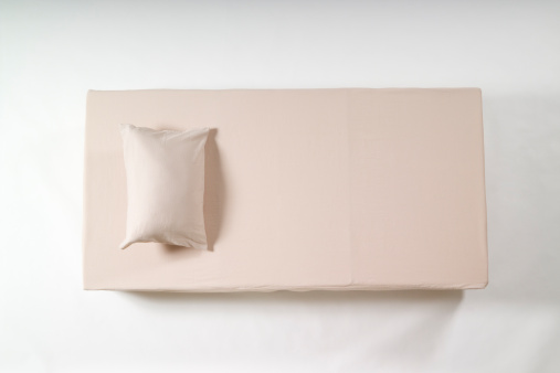 Pillow「Single sized bed and pillow」:スマホ壁紙(7)