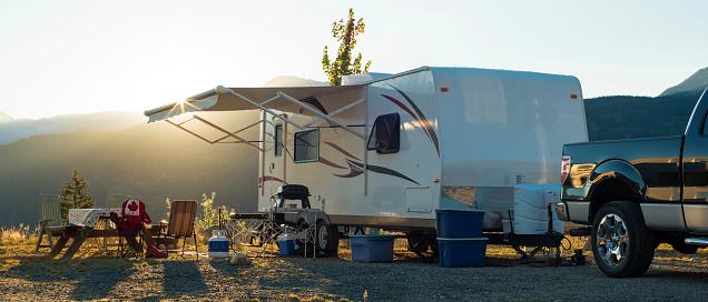 British Columbia「White recreational vehicle parked up at sunset」:スマホ壁紙(12)