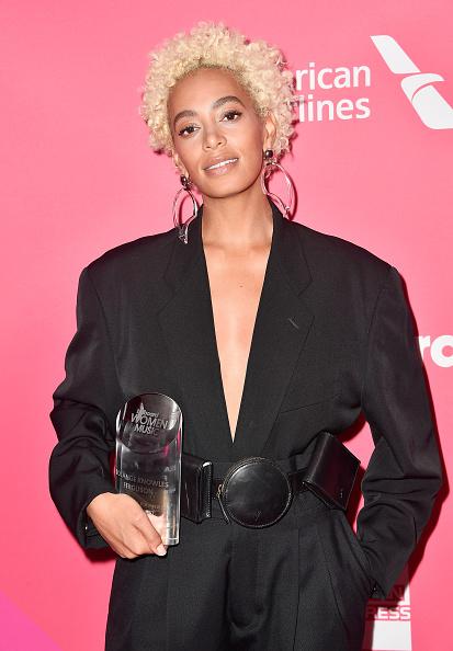 ショートヘア「Billboard Women In Music 2017 - Arrivals」:写真・画像(6)[壁紙.com]