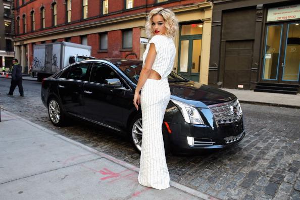 Curly Hair「2013 Met Gala Guests Depart For Gala Via Cadillac Valet Service」:写真・画像(16)[壁紙.com]