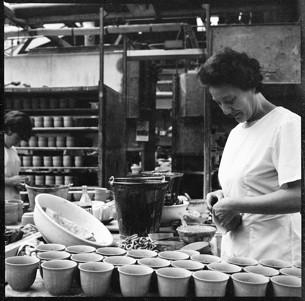 Pottery「Woman Fixing Handles To Mugs Prior To Firing In A Pottery Works」:写真・画像(18)[壁紙.com]