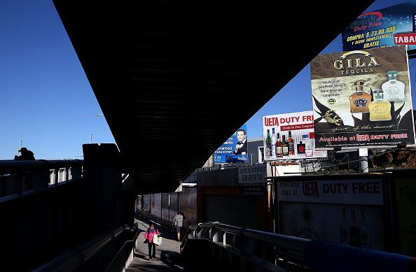 Baja California Peninsula「Trump Vows To Build Border Wall Between Mexico And The U.S.」:写真・画像(15)[壁紙.com]