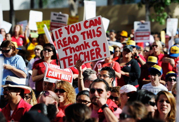 Instructor「Teachers Rally To Highlight Proposed Budget Cuts」:写真・画像(8)[壁紙.com]