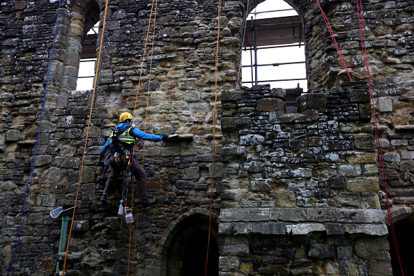 Rope Access Technician「Spring Cleaning Takes Place At English Heritage Properties Around The UK」:写真・画像(2)[壁紙.com]