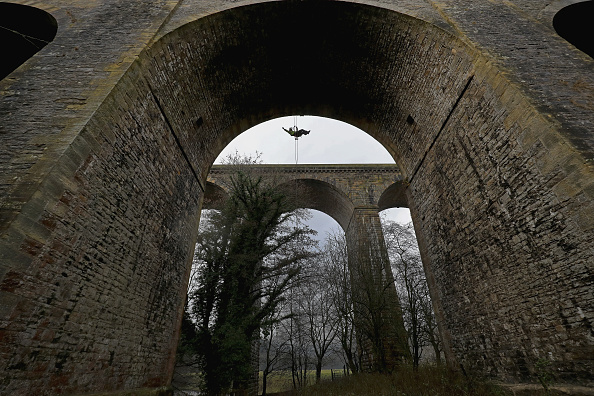 Rope Access Technician「Abseilers Descend To Clean The Chirk Aqueduct」:写真・画像(7)[壁紙.com]