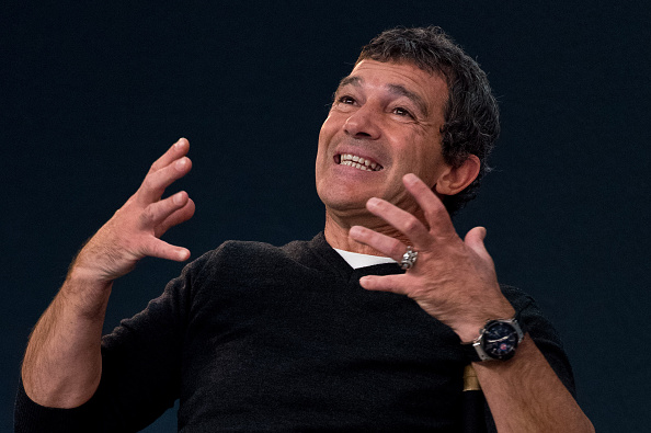 Alternative Pose「Antonio Banderas - Apple Host Meet The Actor」:写真・画像(0)[壁紙.com]
