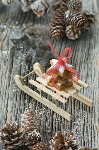 Sled「Stack of cinnamon stars on miniature sledge」:スマホ壁紙(18)