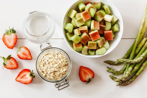 Asparagus「Green asparagus, strawberry, rhubarb and oat flakes」:スマホ壁紙(14)