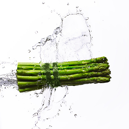 新鮮「Green asparagus and splash of water」:スマホ壁紙(0)