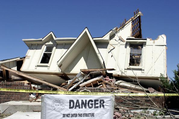 Run-Down「Missouri Residents Survey Tornado Damage」:写真・画像(5)[壁紙.com]