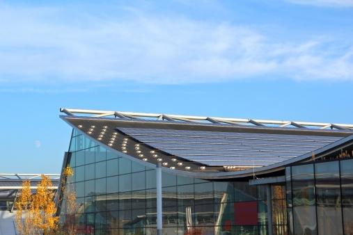 Solar Energy「Modern building with solar panels」:スマホ壁紙(3)