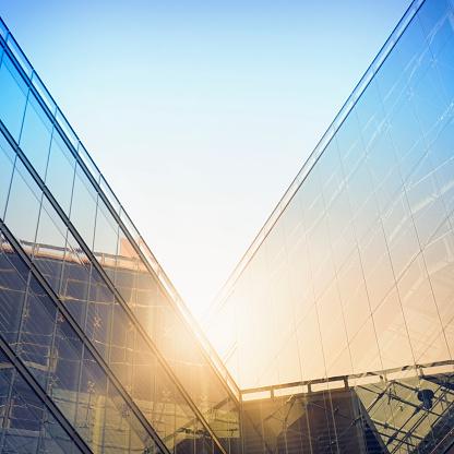 Wide Angle「Modern building in sunlight」:スマホ壁紙(11)
