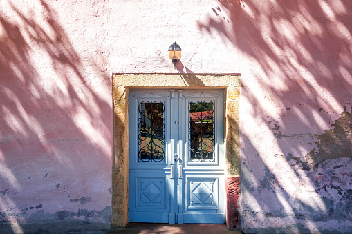 Simple Living「Germany, Thuringia, Kloster Vessra, entrance door」:スマホ壁紙(2)